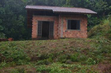 Casa Inacabada Com Terreno de 534,40m².