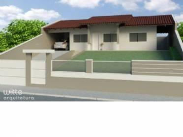Casa no Bairro da Velha, com 03 dormitórios e demais dependências.