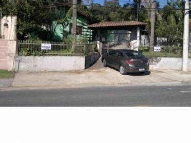 Casa no Bairro da Velha, contendo 3 dormitórios e demais dependências.