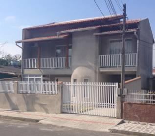 Casa Com Excelente Decora��o e Acabamento em Rua Sem Sa�da.