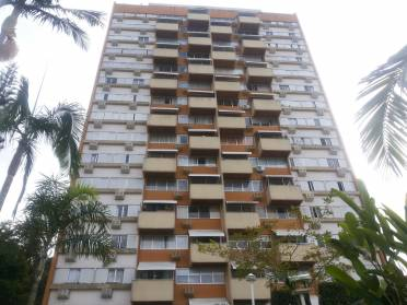 Amplo Apartamento Semimobiliado em Excelente Localiza��o.