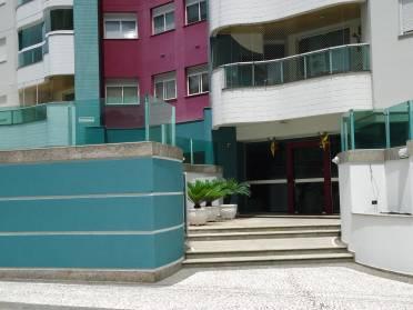 Lindo Apartamento Finamente Mobiliado, Equipado e Decorado.