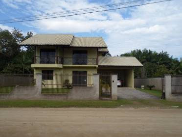 �tima Casa de Alvenaria, Com 2 Pavimentos.