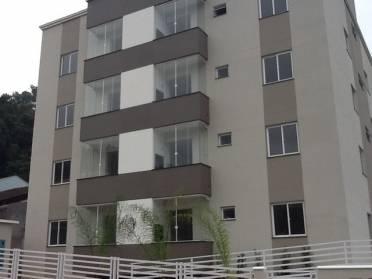 Apartamento no Terceiro Andar Com 2 Dormit�rios.