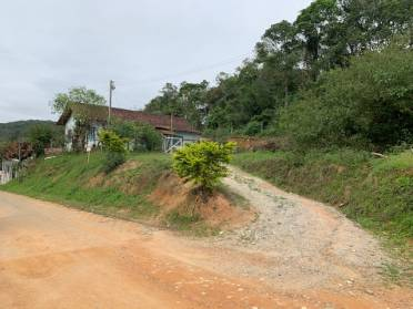 Casas - Terreno de 825 m2 Com Uma Casa de Alvenaria de 100 m2