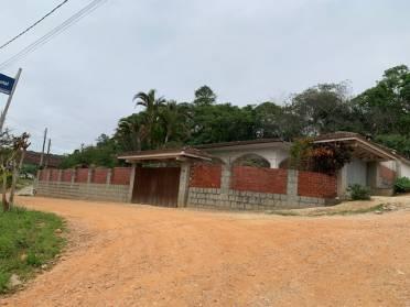 Casas - Terreno Com 660 m2 Com Uma Casa de 240 m2